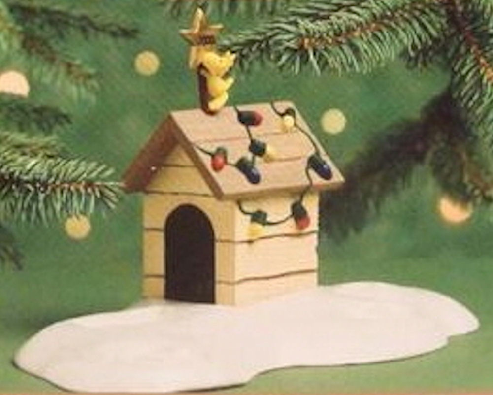 Hallmark Ornament 2000 Woodstock On Doghouse: #1 in A Snoopy Christmas